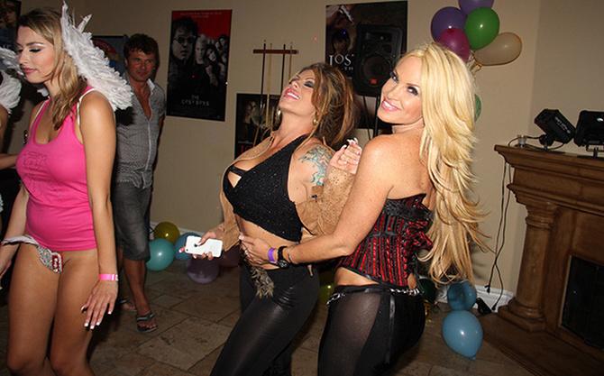 Chicas follando en fiesta