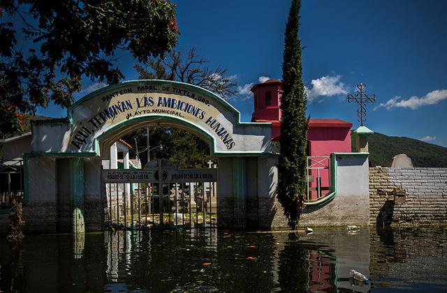 Muertos enterrados bajo tierra y bajo el agua vice espa a for Hoteles bajo el agua espana