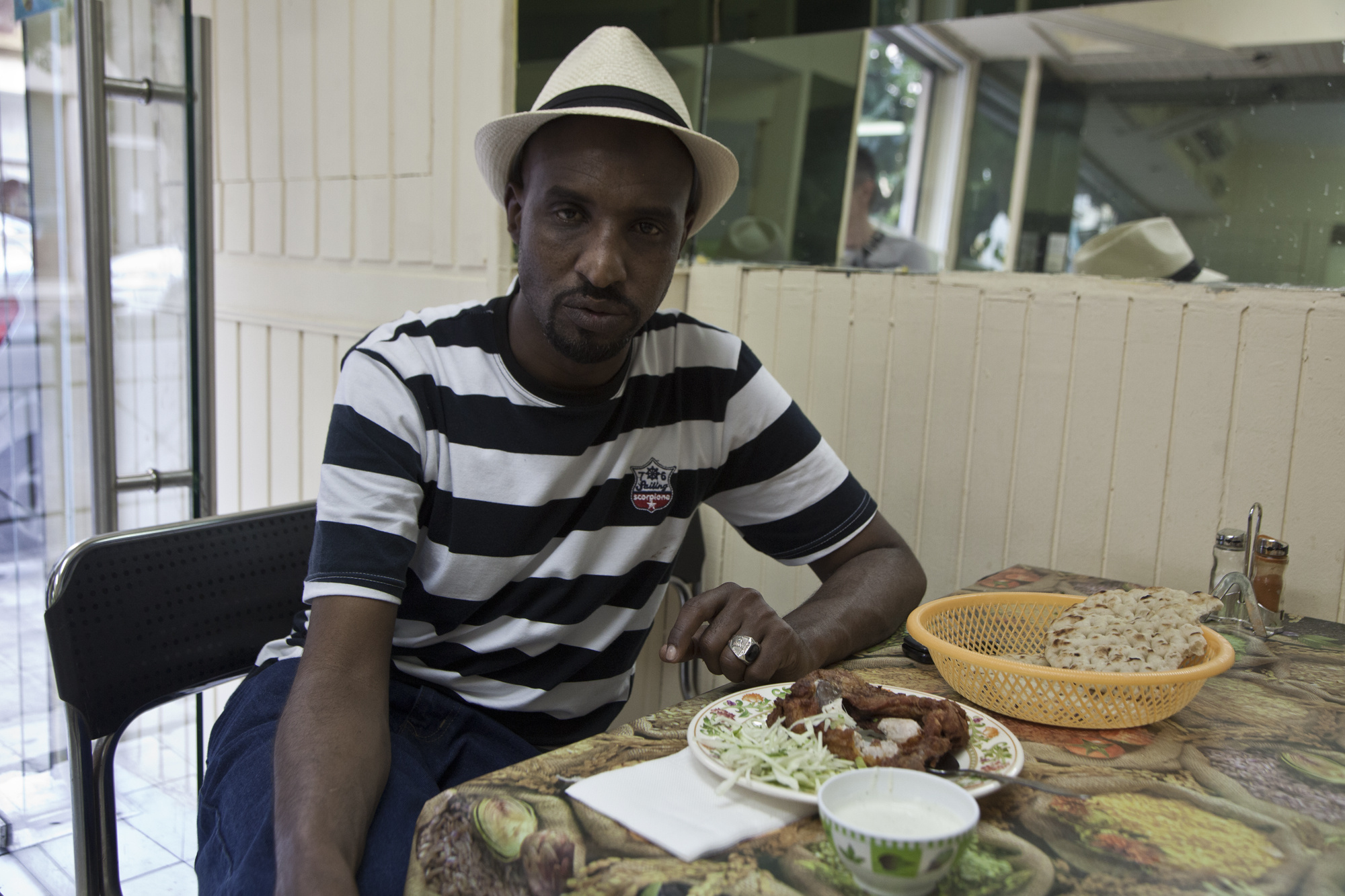 O Moυσταφά από τη Σομαλία είναι χρόνια πελάτης του Μπασάρ στην Αριστοτέλους.